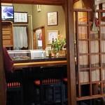 Daruma - 内観 小上がり席から見たカウンター席
