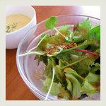 himawari - ドレッシングのきいたサラダと、ほっこりスープ。