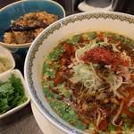 雲林坊 - 汁あり坦々麺と小麻婆豆腐かけご飯セット1,250円+パクチー120円
