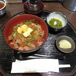98527859 - 【北新地でランチ】 爆弾丼(海鮮丼) \1000
