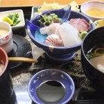 ととろお食事処 - おまかせ定食(1370円)ですぅ♪