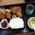 つる園 - 料理写真:日替弁当 700円