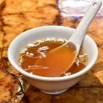神田餃子屋 - 【元祖野菜餃子(並盛6個)+半チャーハンセット@710円】スープ