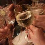 42BAR - スパークリングワインで乾杯!!