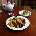 中国家庭料理 MAO - 鶏肉と冬瓜のピリ辛豆鼓炒め