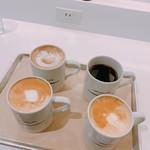 グラムズカフェ - 右上から時計回りに  本日のコーヒー Sサイズ(税抜280円)、カフェラテ Sサイズ(税抜き380円)×2、カフェモカ Sサイズ(税抜400円)