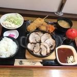 98534155 - 炙り焼豚三楽ランチ1000円