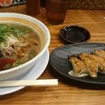 らーめん八角 - 料理写真:ラーメンと餃子