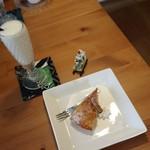 エポック - キウイのケーキ&ラッシー