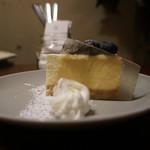 98541482 - ブルーベリーの生クリームチーズケーキ
