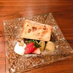 cafe & meal greenhorn - 苺ヨーグルトのシフォンケーキ