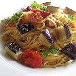 ドロップ カフェ - 料理写真:ドライトマトとナスのシチリア風オイルパスタ