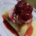 喫茶モア - モアのクレープ包みケーキ(レアチーズ) 500円