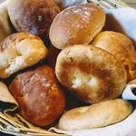 山田家珈房 - ランチにつくパン  持ち帰りOK
