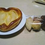 山田家珈房 - りんごパン 100円  ミニミニパン詰合せ 100円