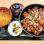 ココス - 熟成サーロインステーキ丼 1,690円+税 2018/09