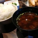 勝烈亭 - ごはん+味噌汁