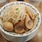 98558368 - 豚骨豚野郎¥1050、ブッタックカード特典での麺大盛り&野菜増し&味玉