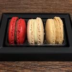 ピエール・エルメ・パリ - 料理写真:マカロン3個詰合わせ レザドラーブル 2160円