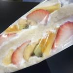 サンドイッチのタナカ - お値段も嬉しい 美味しいフルーツサンド!