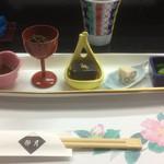 卯月 - 料理写真:八寸。左から角煮、もずく、胡麻豆腐、真薯?、小松菜?