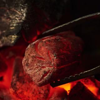 紀州備長炭の中でも最高峰の紀州由良備長炭を使用