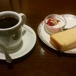 ビリオン珈琲 - 料理写真:モーニング(半トースト+ミニヨーグルト)