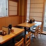 98575095 - 店内(2階・テーブル席)