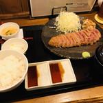 牛かつ・牛煮込み 鈴乃家 - 特選ロース牛カツ定食