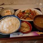 曄 - 料理写真:日替り定食680円!