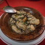 ロス・レイエス・マーゴス - かきのニンニク土鍋焼