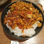 98582914 - 逆ダイブ飯、食べる辣油のせ(麦ご飯)