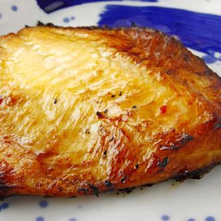 締まった身、溢れる脂、香ばしいかおり…【マトウ鯛味噌焼き】