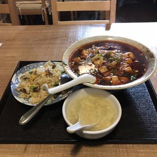 四川小厨 - 麻婆麺と牛バラチャーハン。 税抜680円。 旨し。