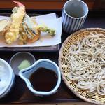 蕎麦処 やまとう - 天ざるそば(1480円)。