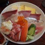 よし祥 - 三色丼(鮪中トロ・ブリ・鰆刺身&タタキ)1,100円