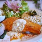 マザーエスタ - 日替わりランチ  鮭のムニエル、キャベツポテサラ、アレッタとカブ、玄米ごはん