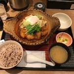 大戸屋 - チキンの味噌かつ煮定食(870円)