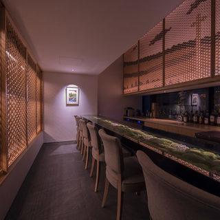 大切な時間を紡ぐこだわりの空間デザイン。個室も完備◎