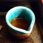 98593036 - 麺匠 竹虎 六本木店 虎ダレ味噌ラーメンに付くニンニクオイル