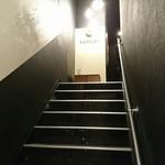 98595946 - 階段をのぼると・・