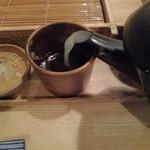 98597461 - 蕎麦湯を注ぎます