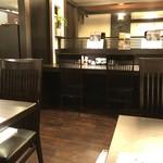 とんかつ濱かつ - ◆店内はカウンター席とテーブル席が多数。