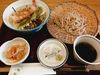 まるぬき - ランチのメニュー 野菜天丼と蕎麦 980円