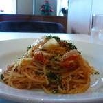 イタリア料理 アルファロ - パスタ チキンとケイパーのトマトソース