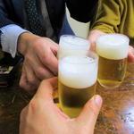 98601573 - ビールで乾杯!