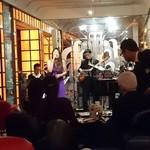 ラウンジ ダコタ - 最上階の ダコタ     Monday   jazz nightスタンダードjazzばかりで 心地よ い        音楽に酔って   3ステージ 聴かせてもらいました