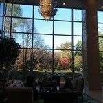ラウンジ ダコタ - ロビーラウンジは 窓が 大きく  お庭も 見えて       気持ちよいです