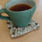 宮戸つばめ食堂 - 紅茶。コースターが可愛い。