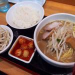 98608672 - 味噌ラーメン(800円)+チンピラ玉子(150円)+ご飯(100円)